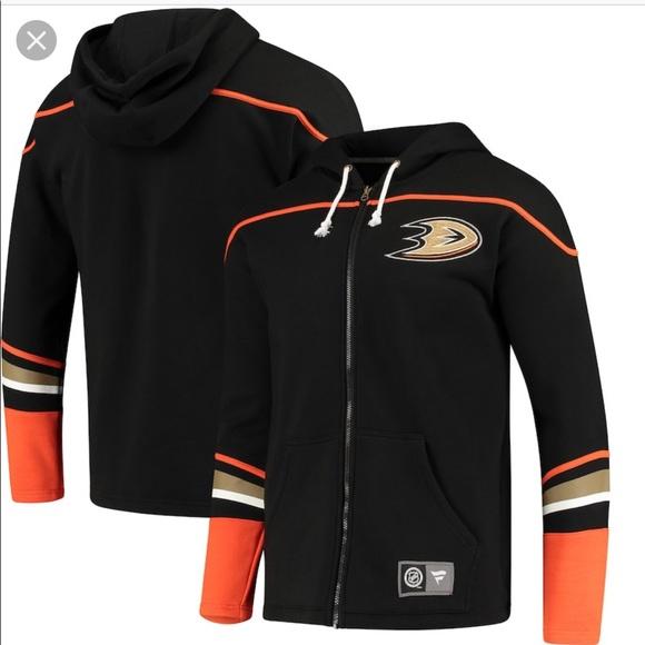 cheap for discount d7172 da0a5 ⚽️ NWT Anaheim Ducks Fanatics Black Hoodie NWT